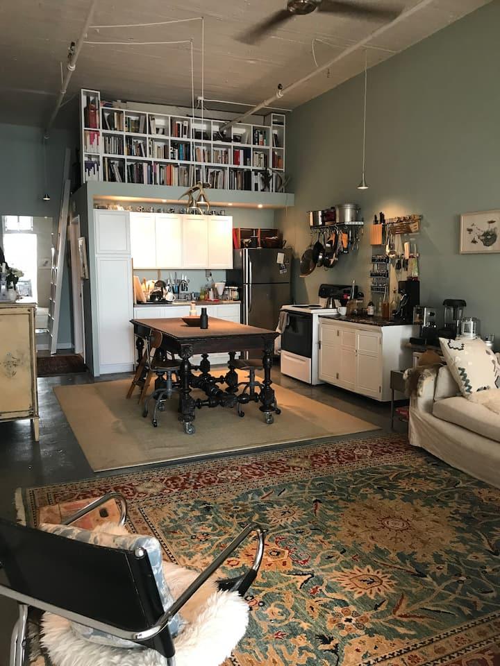 Entire 1400 sq ft Artist Loft - FOUR Private Rooms
