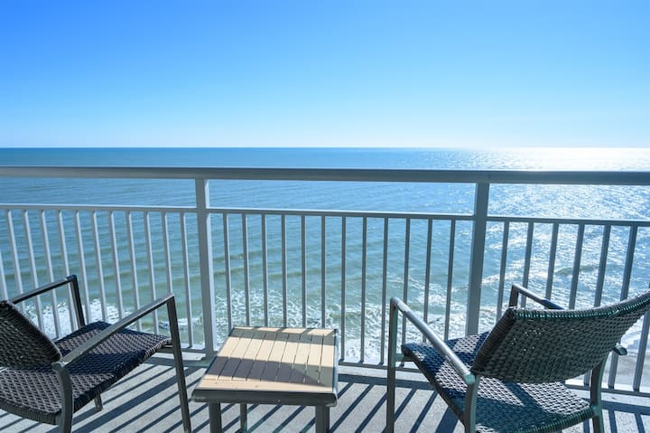 ⭐Direct Oceanfront King Suite With DIRECT Views Modern