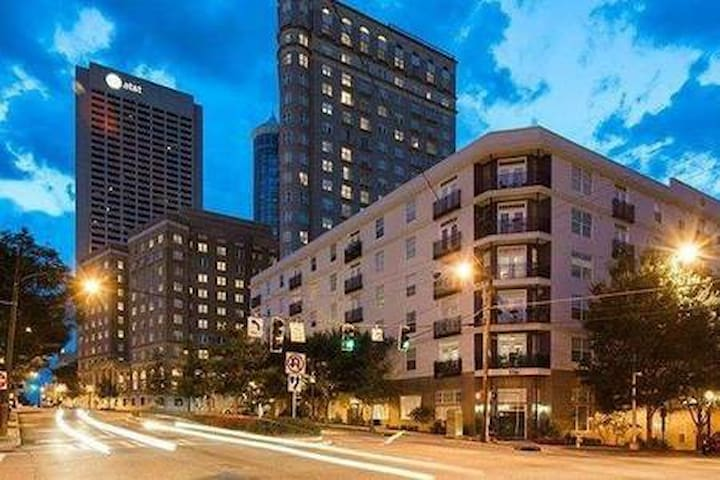Shared space in the heart of Midtown