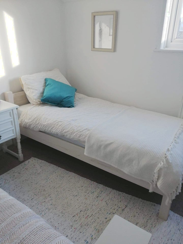 Clean comfy Twin bedded room near the beach