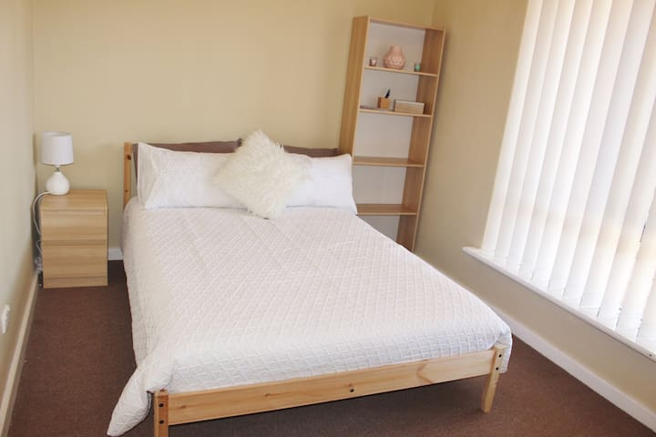 Private room just 4 mins walk to Scarborough Beach