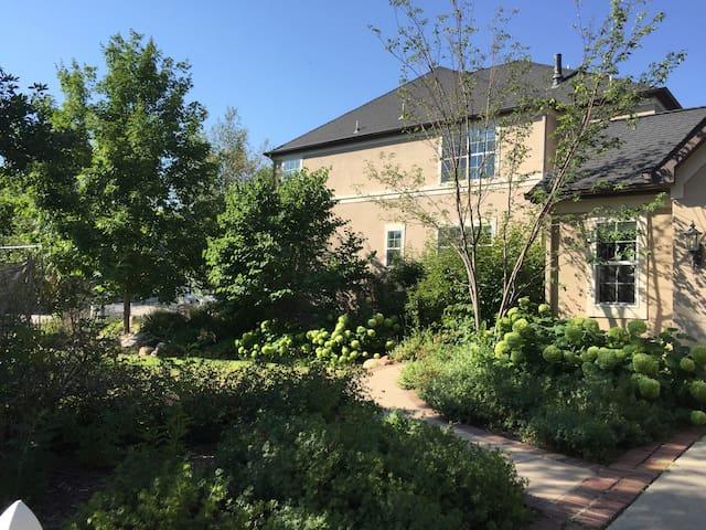 Large modern home, Boulder, sleeps 12! - Лафайетт