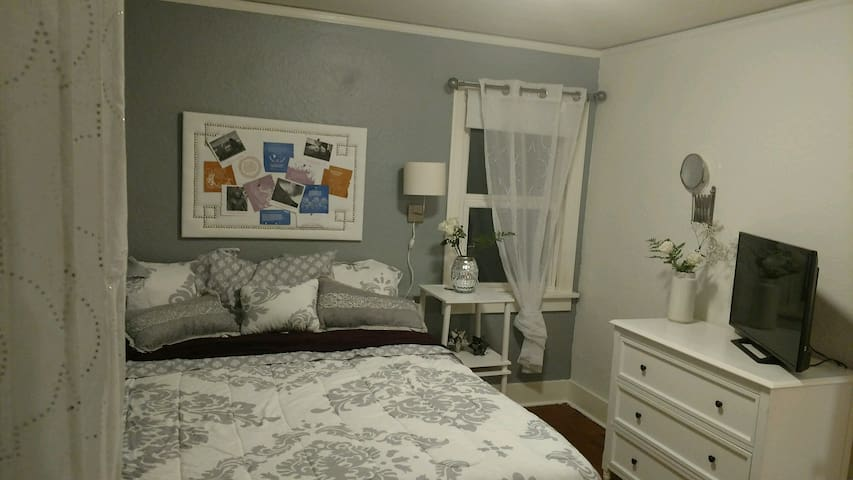 Comforting private room, your home away from home! - Bremerton - Huis