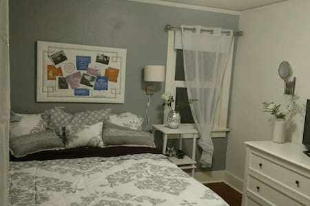 Comforting private room, your home away from home! - Bremerton - Hus