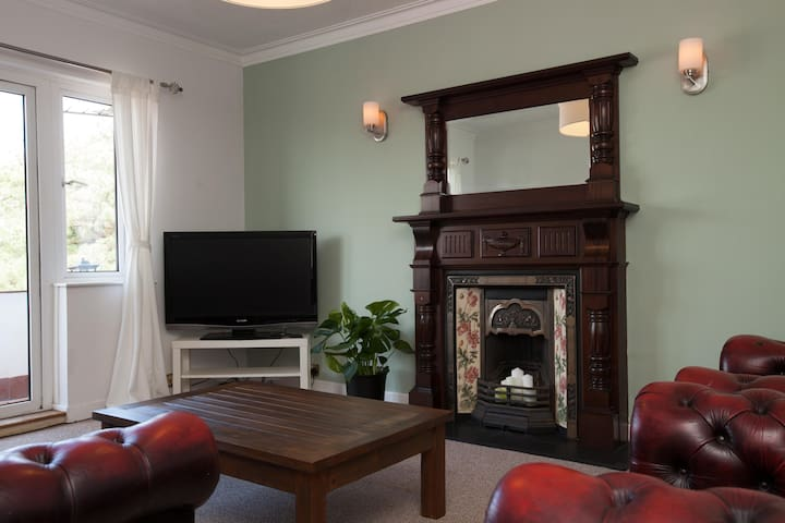 Superior Large Apartment with Free Parking Belfast