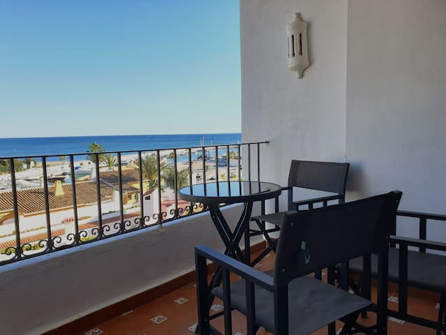 Cozy OCEANVIEW apartment in CABOPINO, 3 POOLS