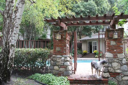 Rose Bowl Close/Private entry w/ Fireplace - La Cañada Flintridge