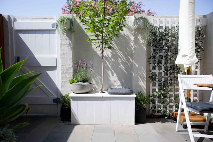 """PRIVATE HIDDEN OASIS"" - Melbourne's Best Location"