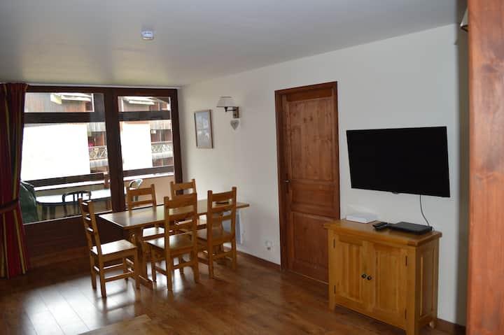 Alpine Apartment - 2 Bedrooms, Balcony & WIFI