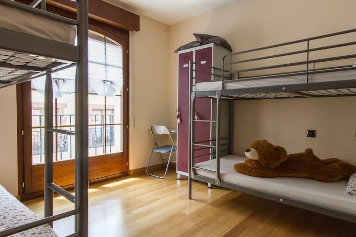 Mistic Hostel, Quadruple room with shared bathroom - Ávila - House