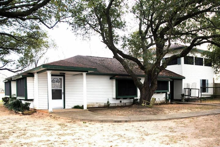 Charming home lot of fresh air, oak trees & quiet.