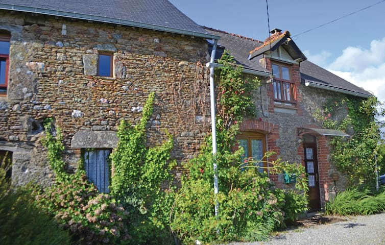 Semi-Detached with 4 bedrooms on 150 m² in Ménéac