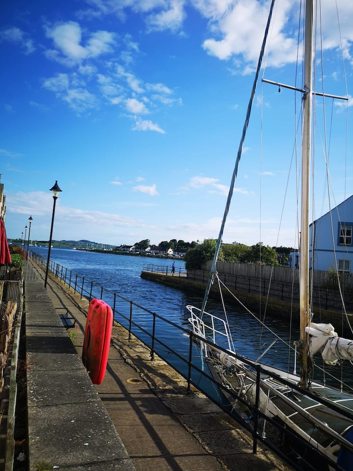 On the Waterfront, luxury 3 bed, 18mile to Belfast