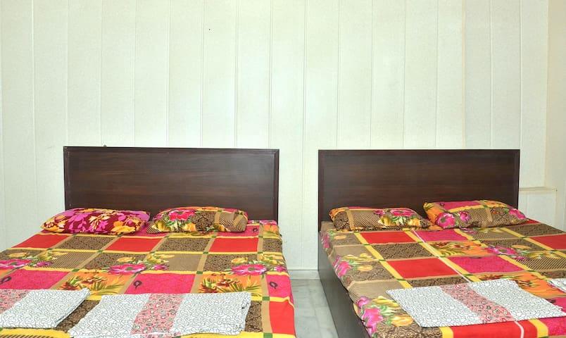 2 DOUBLE BEDSS