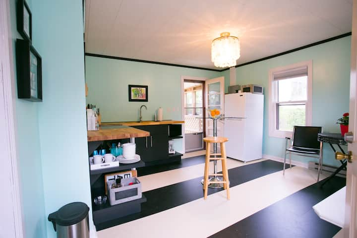 Cottage for Long or Short Stays Near RU/VT