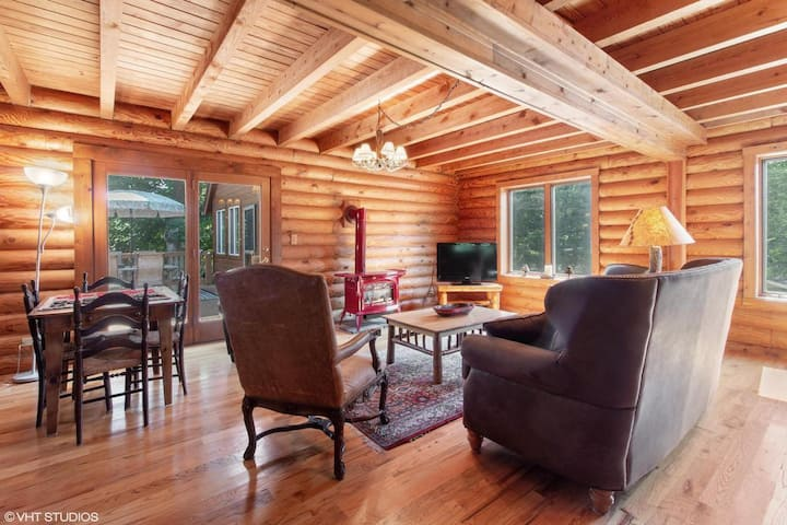 Lake Powers Log Cabin w/ pool (15 min to Geneva!)