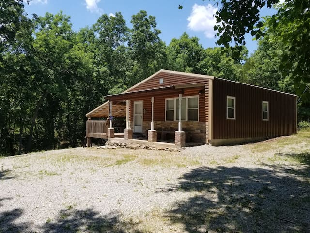 "Super Clean ""Private"" Truman Lake Cabin Getaway!"