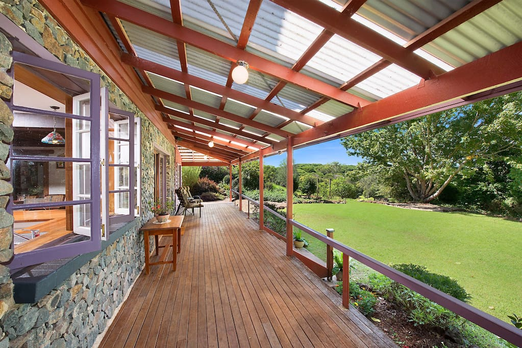 Bluestone house houses for rent in maleny queensland for Bluestone house
