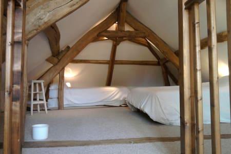 Chambre familiale - Civry-la-Forêt - Wikt i opierunek