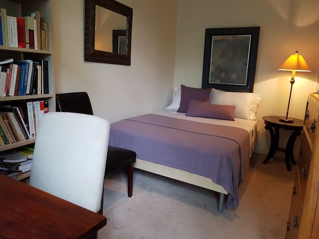 Deuxième chambre  Vrai lit double