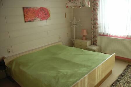Wohnung im Erdgeschoss mit Terrasse - Konradsreuth