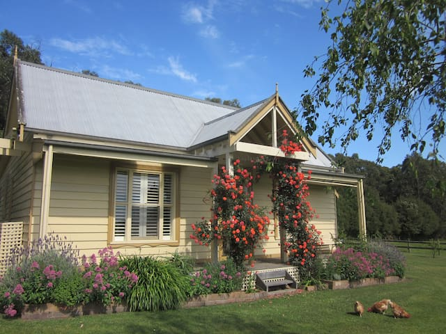 Country Gables - Cosy Farm Cottage - Koonwarra - Hus