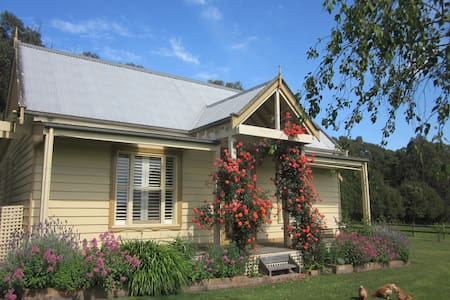 Country Gables - Cosy Farm Cottage - Koonwarra - Ev