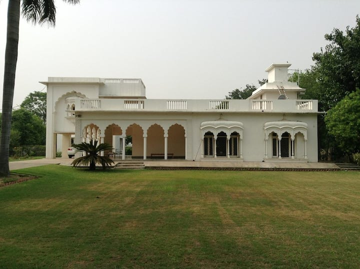 The Palm House-fully furnished  one acre villa