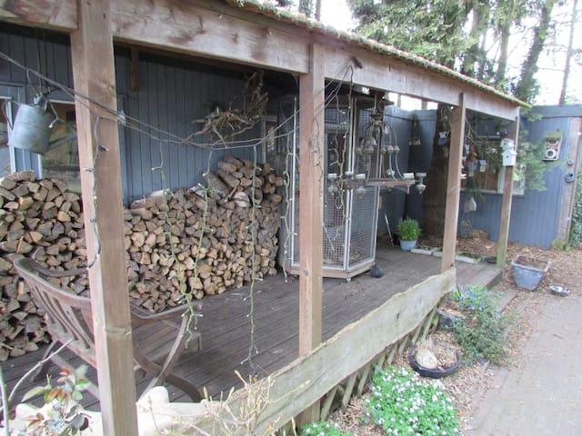 Mooiste tuin van Groningen met chalet & blokhut - Ter Apel - スイス式シャレー