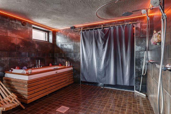 Sauna & bathroom