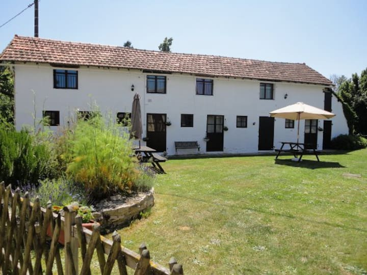 Les Ecuries II, A Charming 2 Bedroomed Gite