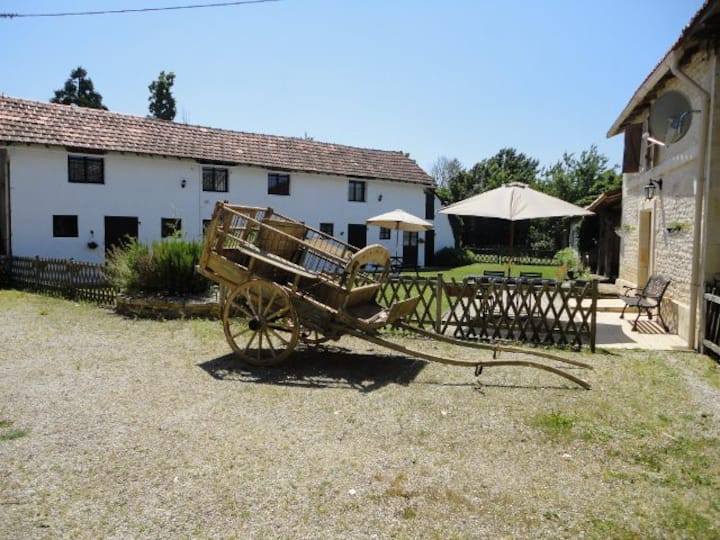 Les Ecuries 1, A Charming 2 bedroomed Gite
