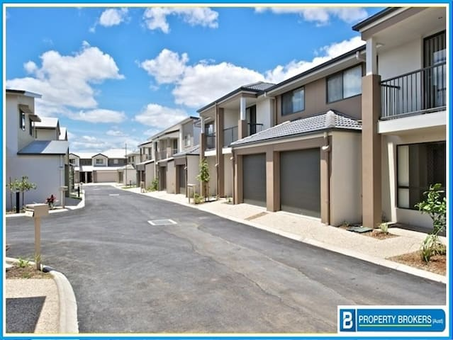 2 Bedroom Townhouse: Train Station + NBN - Richlands - Casa adossada