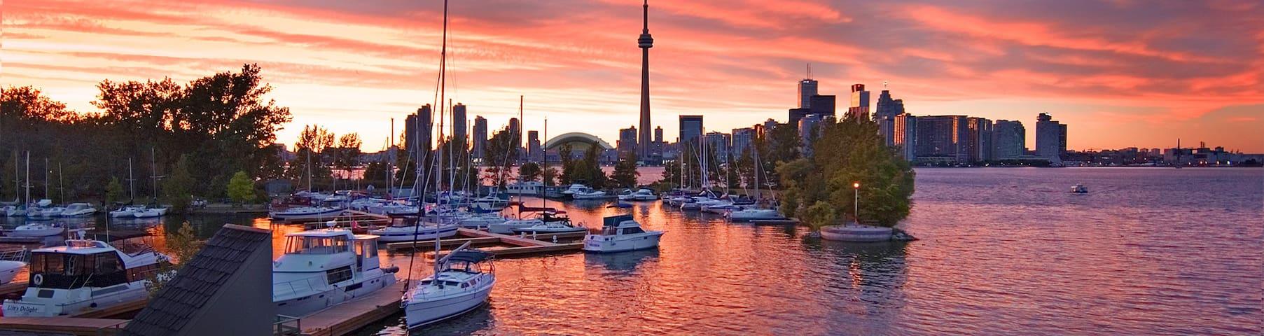 Stay on a Sailboat on Toronto Island