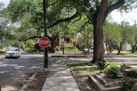 Near the Bayou, easy apartment - New Orleans - House