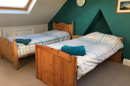 Spacious twin room with en suite - Worthing - House