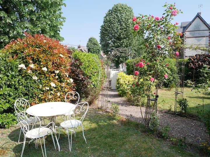 ROUEN Petit coin de verdure au Jardin des Plantes.