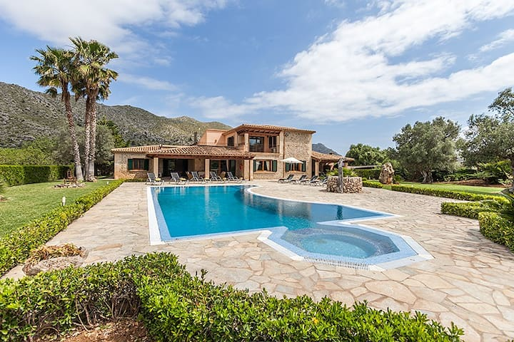 Villa Oliva for 10 guests, just 3km to the beaches of Cala St. Vicente, Mallorca!