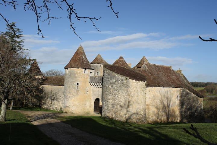 Château de Forges- Spa - Concremiers - Linna