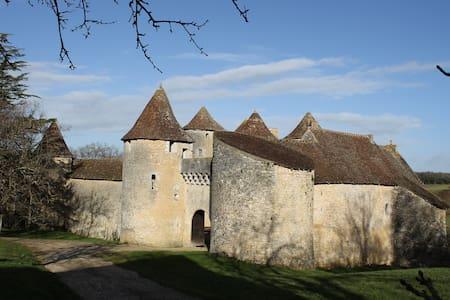 Château de Forges- Spa - Concremiers - Castillo