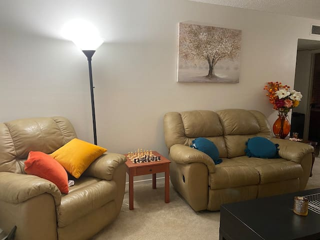 Cozy Convenient Apartment 5 Mins From the Airport