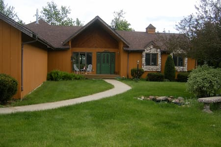 Adams StreetCountryLodge&Guesthouse - Creston - Bed & Breakfast