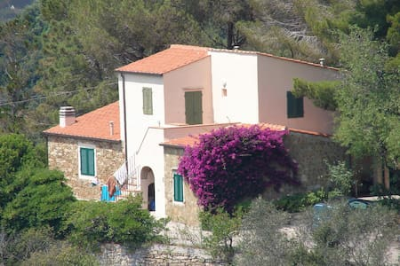 Wonderful villa with panoramic view - Scaglieri - 別荘