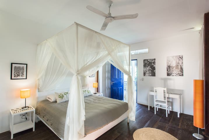 Vintage room, experience your home in Cambodia