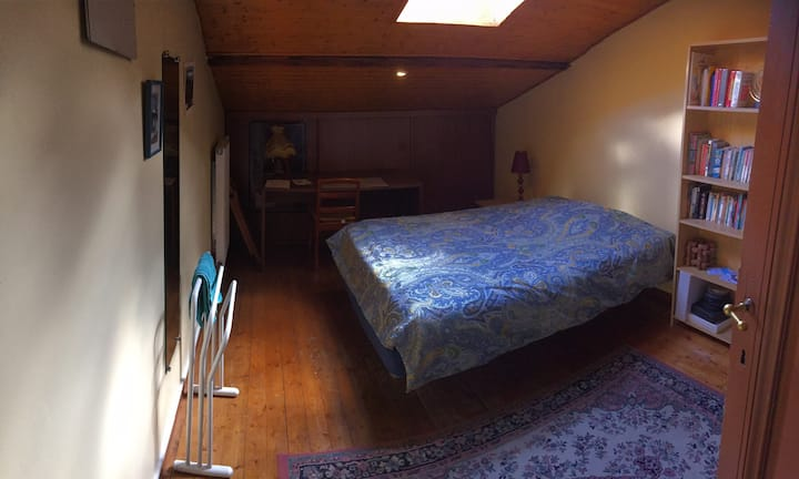 Private Room in City Center House (Double bed)