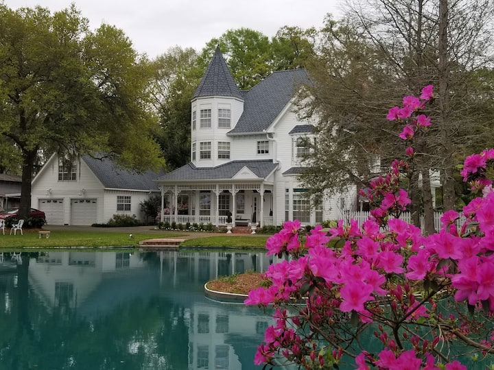 Nine Oaks Au Joubert: A Victorian Bayou Retreat