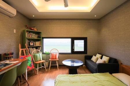 밤에는제주시야경/아침에는한라산을볼수있는디자이너의방(A-room) - Dodubong 6-gil, Jeju-si