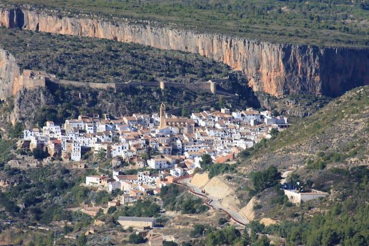Chulilla climbing, compeet flat, 4pers=26€ - Losa del Obispo