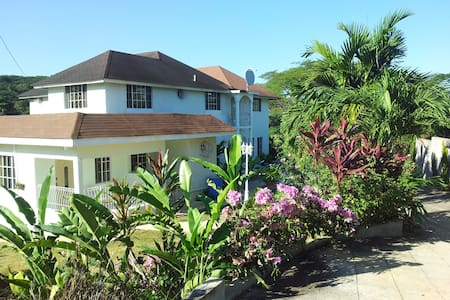 beautiful and serene space - Montego Bay - Bed & Breakfast