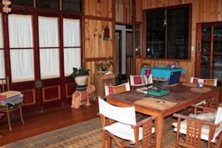 Quiet retreat, village setting. - Gordonvale - Hus